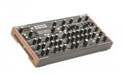 Синтезатор NOVATION PEAK